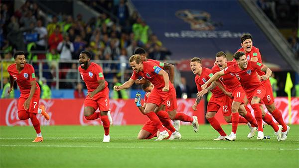 Đội tuyển Anh vỡ òa trong niềm vui chiến thắng. Sau 12 năm, kể từ năm 2006, Tam sự mới lại có mặt ở tứ kết World Cup.