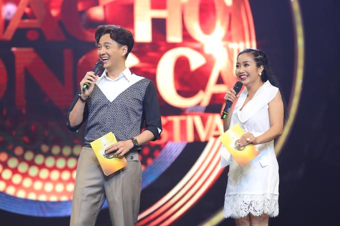 Cặp đôi MC Ngô Kiến Huy và Ốc Thanh Vân tiếp tục là cầu nối dẫn dắt chương trình. Tập 13 của chương trình Nhạc hội song ca mùa hai sẽ được phát sóng vào 19h, Chủ nhật, ngày 8/7, trên kênh HTV7. Chương trình do Công ty Truyền thông Bee phối hợp với Đài truyền hình TP HCM thực hiện, dưới sự đồng hành của Tập đoàn Lotte.
