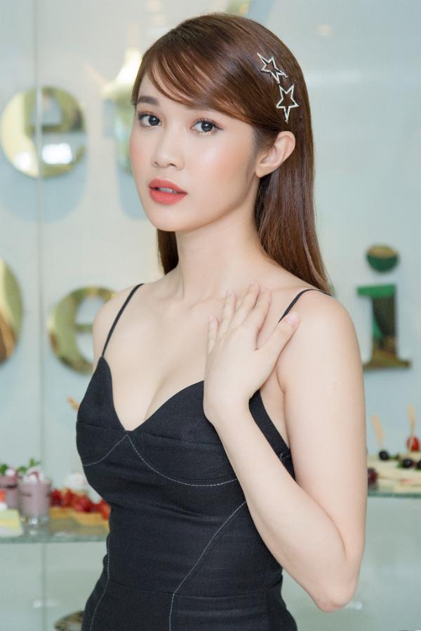Người đẹp Hải Dương đeo nhẫn kim cương tiền tỷ đi sự kiện - 5
