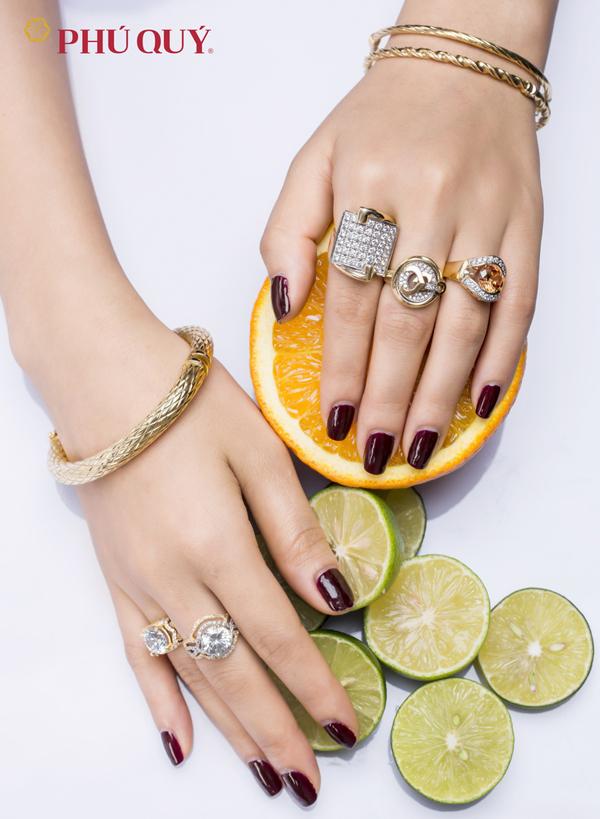 Nhẫn, lắc tayđược các nhà thiết kế của Phú Quý cách tân mới mẻ, phù hợp với nhiều kiểu phong cách khác nhau.