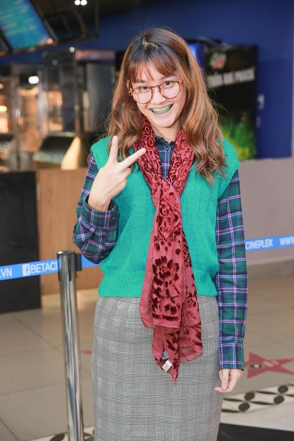 Việt Linh đóng vai An -một cô nàng nhút nhát, lù đù, mọt sách