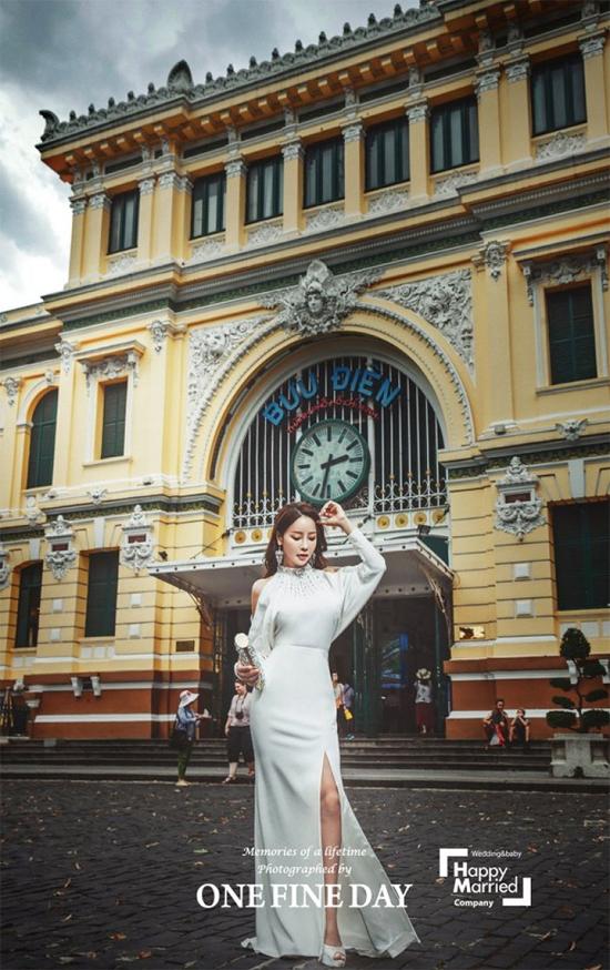 Bộ ảnh cưới của cặp đôi được thực hiện tại nhiều tỉnh thành của Việt Nam, ví dụ như Sài Gòn...