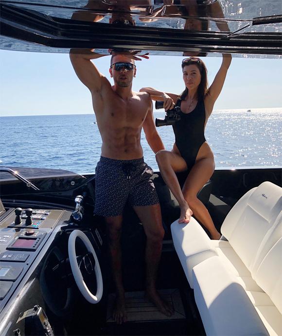 Cô chị cả Kourtney Kardashian lại tới Italy nghỉ mát cùng chàng bồ trẻ Younes Bendjima.