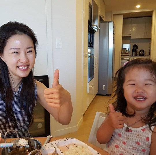 Ahn Jae Wook khoe ảnh vợ con trong bữa sáng do anh vào bếp.