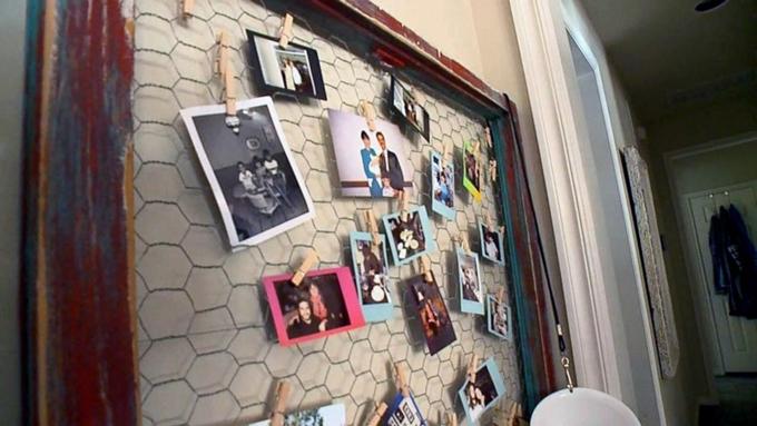 Bức tường treo đầy những bức ảnh kỷ niệm của gia đình Jaff và Angela