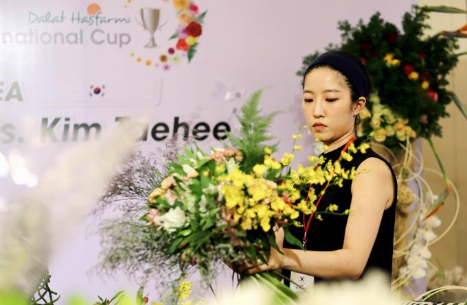 Mạnh mẽ, phóng khoáng là phong cách thiết kế của nghệ nhân Kim Teahee (Hàn Quốc).