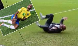 Nhà báo lăn lộn bắt chước 'thánh ăn vạ' Neymar