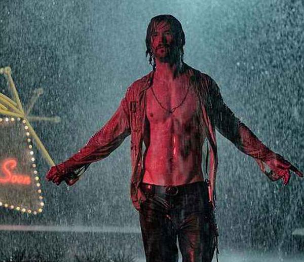 Chris Hemsworth phô diễn hình thể vạm vỡ trong phim và từng được bạn diễn ví như Chúa Jesu giáng thế.