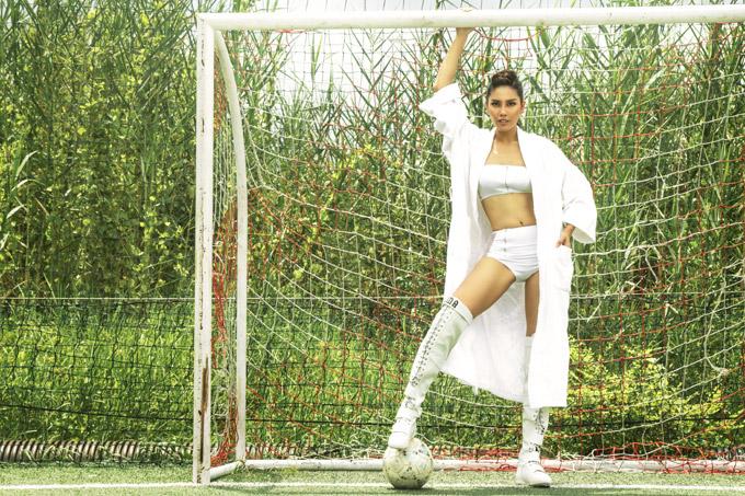 Trước khi lấn sân showbiz bằng cuộc thi Hoa hậu Việt Nam 2010, Nguyễn Thị Loan từng là một vận động viên bóng chuyền. Cô sở hữu thân hình khỏe khoắn cùng phong cáchnăng động.