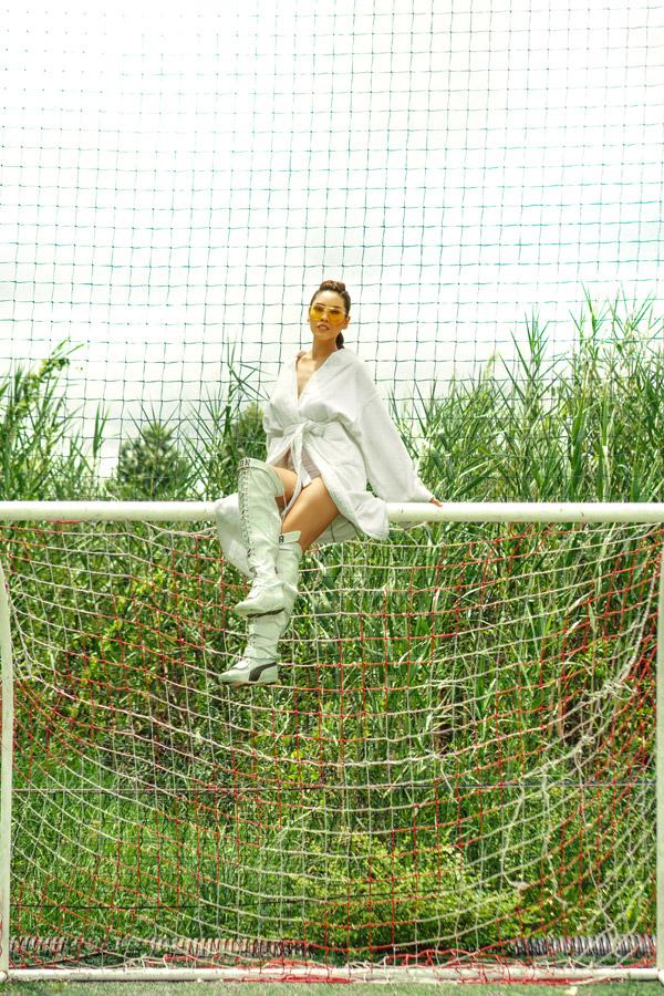 Hòanhịp cùng mùa World Cup sôi động, Á hậu Nguyễn Loan đã thực hiện bộ ảnh đầy nóng bỏng để ủng hộ cho các đội tuyển. Bản thân cô là người yêu thích thể thao và thường xuyên theo dõitừng trận đấu của World Cup 2018.