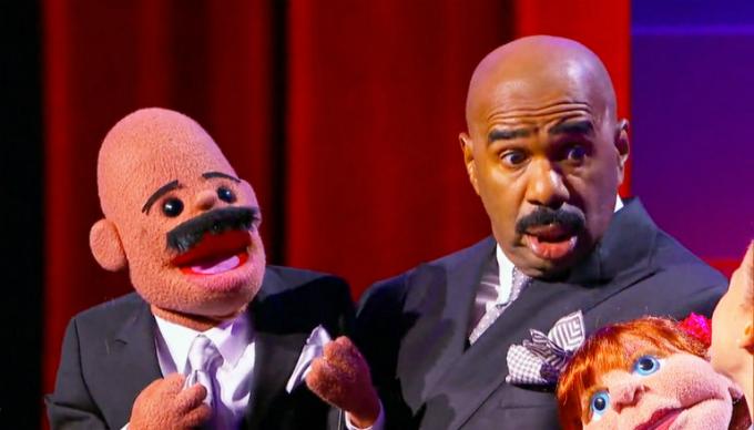 Steve Harvey diễn hài độc thoạitrước khi trở thành MC. Ảnh: Us Weekly.