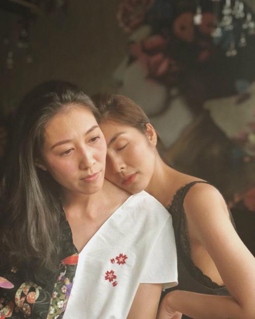 Thùy Trang - vợ nam ca sĩ Phạm Anh Khoa và khoảnh khắc bình yên bên cô bạnTăng Thanh Hà.