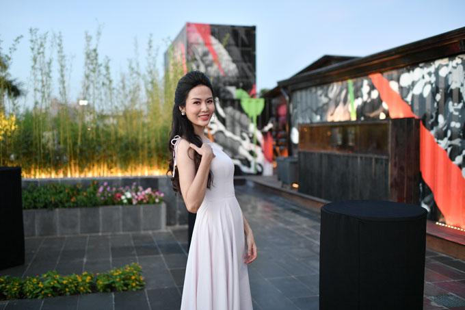 Vừa qua, Hoa hậu Thu Thủy dự lễ khai trương một trong những nhà hàng sang trọng bậc nhất tại Hà Nội, nằm trong khuôn viên của khách sạn 5 sao  JW Marriott Hanoi.