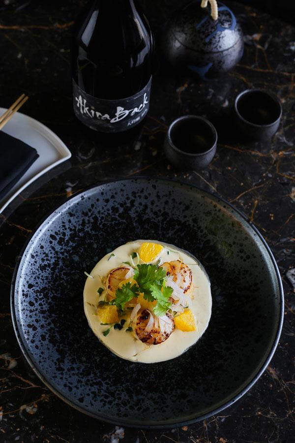 Gỏi Sò Điệp - một trong những món ăn Nhật Bản sáng tạo của nhà hàng Akira Back Hanoi.
