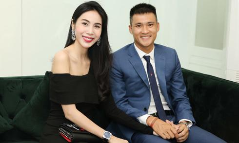 Thủy Tiên diện 'cây' hàng hiệu đi event cùng chồng