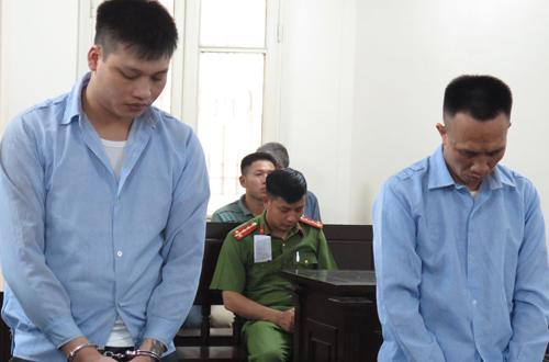 Cường và Phòng (từ trái qua) tại phiên tòa hôm nay.