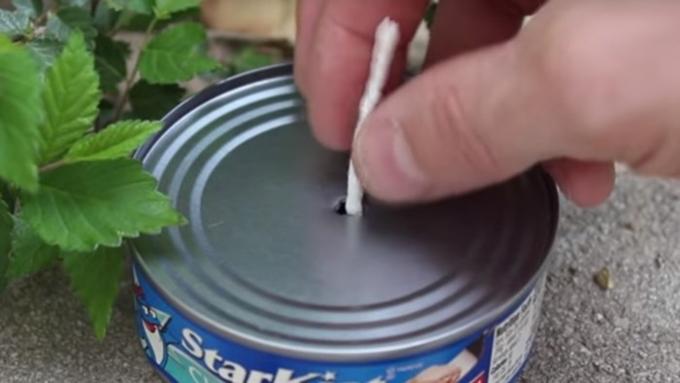 Biến hộp cá ngừ thành nguồn sáng khi mất điện - 1