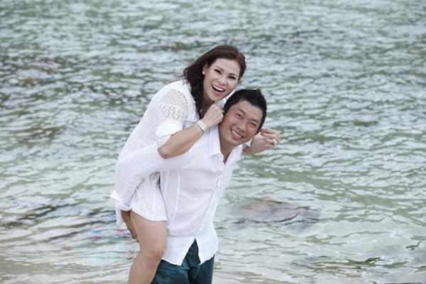 Kinh Quốc và vợ doanh nhân.