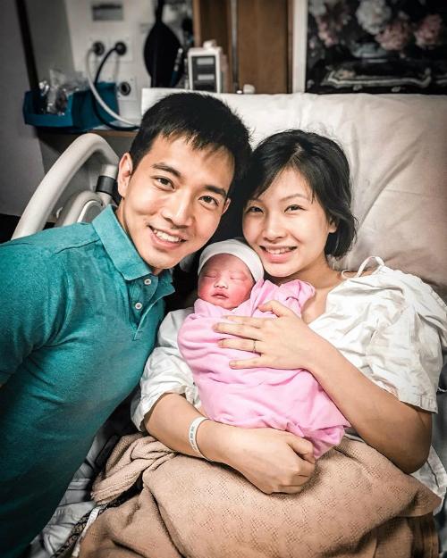 Vợ chồng Ryan hạnh phúc đón con thứ 3.