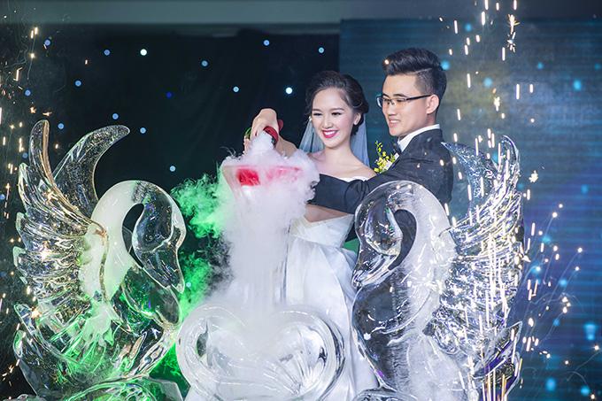 Chia sẻ vớiNgoisao.net, Hà Anh cho biết, cô tổ chức đám cưới không quá cầu kỳ, chỉ gói gọn vớingười thân và và bạn bè thân thiết.
