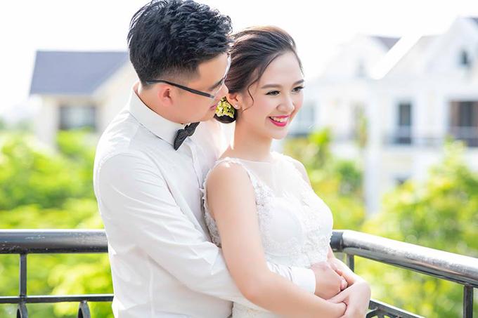 Hà Anh và ông xã quen nhau qua một người bạn và đã hẹn hò 1 năm trước khi đi đến quyết định làm đám cưới. Côcho biết, ông xã không làm trong lĩnh vực nghệ thuật.