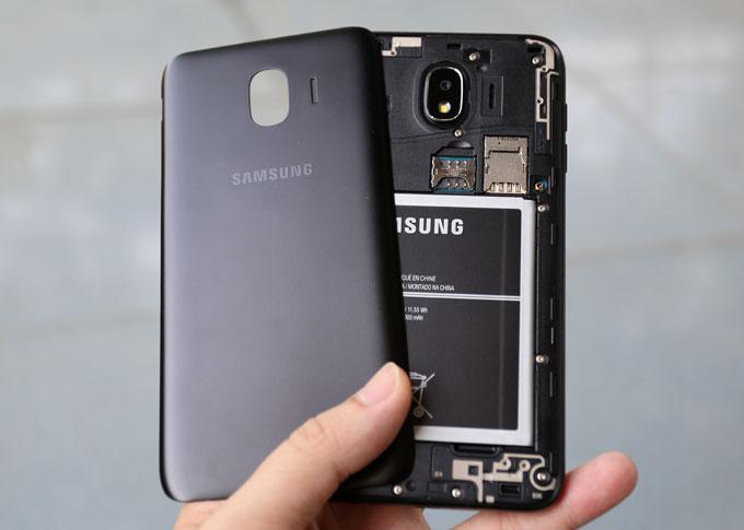 Galaxy J4: Smartphone giá rẻ có màn hình cao cấp, camera tốt - 1