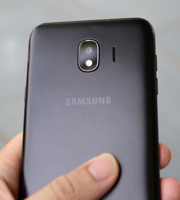 Galaxy J4: Smartphone giá rẻ có màn hình cao cấp, camera tốt - 2