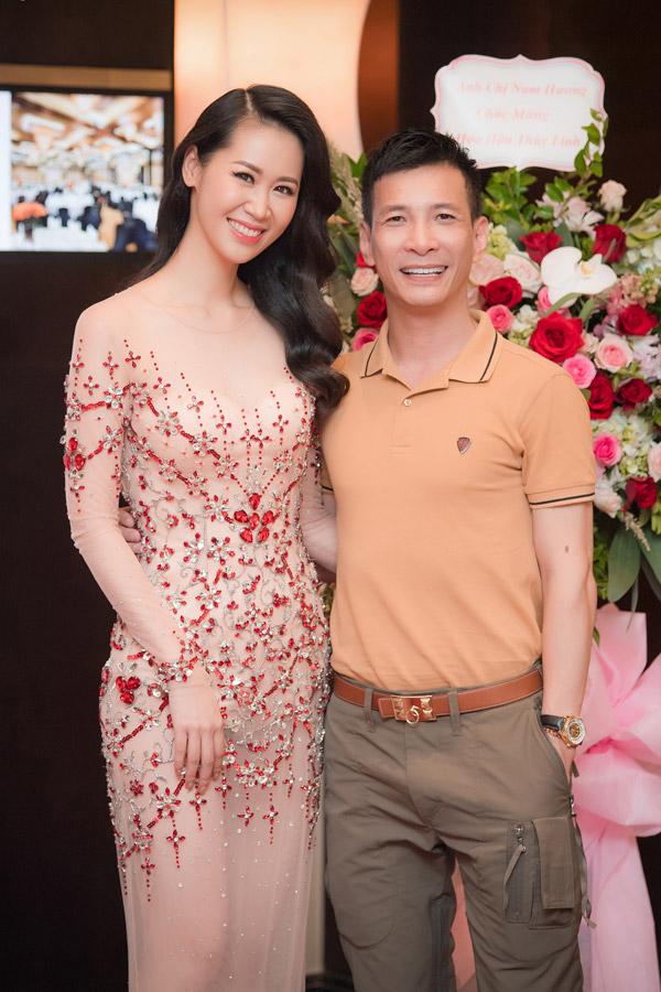 NTK Kenny Thái, người thực hiện bộ trang phục truyền thống với hình ảnh chim thiên nga cho Dương Thùy Linh tại Mrs Worldwide 2018.