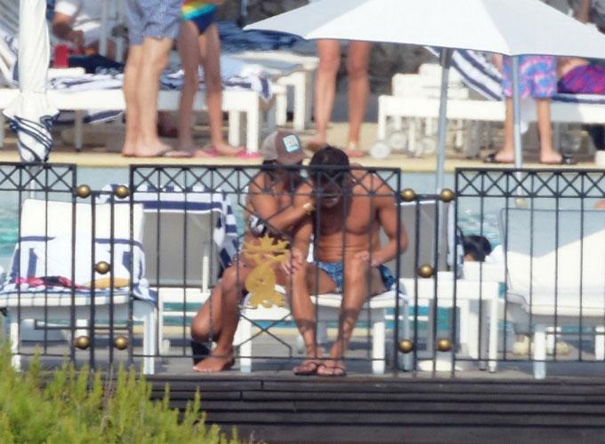 Fabregas và bà xã diễn cảnh nóng khi đi nghỉ mát - 10