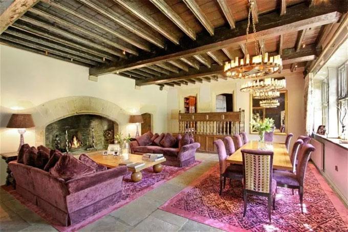 Biệt thự cổ rộng rãi là tổ ấm của HLV Southgate và vợ con trong 12 năm qua - 9