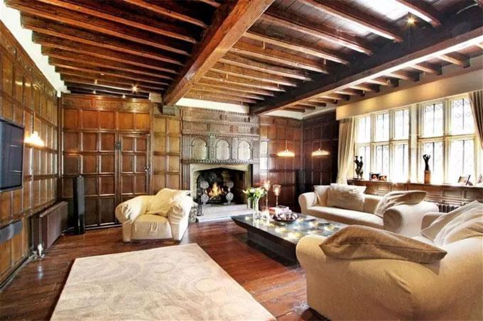 Biệt thự cổ rộng rãi là tổ ấm của HLV Southgate và vợ con trong 12 năm qua - 11