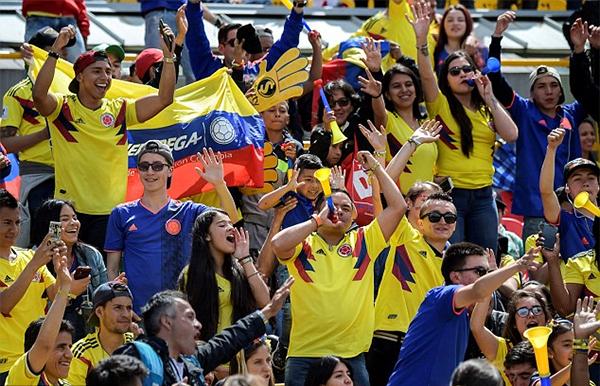 Tuyển Colombia phải dừng chân ở vòng knock-out sau thất bại 3-4 trước tuyển Anh trên chấm luân lưu nhưng trong mắt các CĐV nhà họ vẫn là những người hùng.