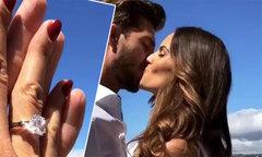 Siêu mẫu Victoria's Secret khoe nhẫn cưới của thủ môn tuyển Đức