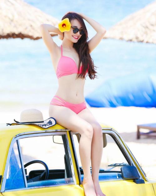 Nhã Phương diện bikini tự tinkhoe body nóng bỏng sau khi giảm cân thành công.