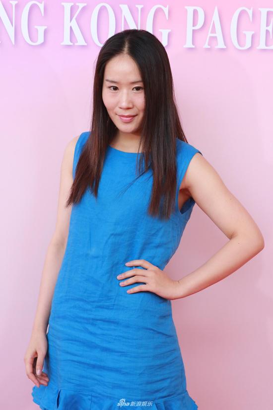 Cuộc thi Miss Hong Kong do đài TVB tổ chức, có lịch sử đã hơn 45 năm. Hầu hết các người đẹp chiến thắng tại cuộc thi đều đầu quân cho TVB và trở thành diễn viên, dẫn chương trình... của đài. Năm ngoái, Hoa hậu Hong Kong thuộc về Juliette Louie, một cô gái có ngoại hình gây nhiều tranh cãi vì hàm răng hơi vổ, làn da nâu bóng, hoàn toàn khác so với vẻ đẹp truyền thống của các Hoa hậu tiền nhiệm.