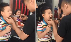 Bố dùng kìm 'khủng' nhổ răng cho con tại nhà