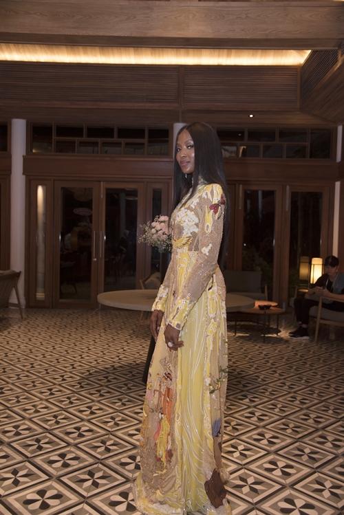 Mới đây,siêu mẫu Naomi Campbell có chuyến nghỉ dưỡng kéo dài một tuần tại resortnổi tiếng Tây Nam Bộ.Ngôi sao của các sàn diễn quốc tế tâm sự,không gian mở, thanh bìnhcủa khu nghỉ dưỡngcho cô cảm giác thoải mái và thư giãn.