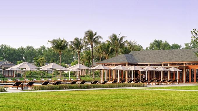 Hòn đảo này cách trung tâm thành phố Cần Thơ 5 phút đường sông, tính từ bến Ninh Kiều, cách sân bay quốc tế Cần Thơ 15km và sở hữu riêng một bãi đáp trực thăng. Điều này đem lại sự khác biệt, thu hút khách du lịch, đặc biệt du khách cao cấp nước ngoài.