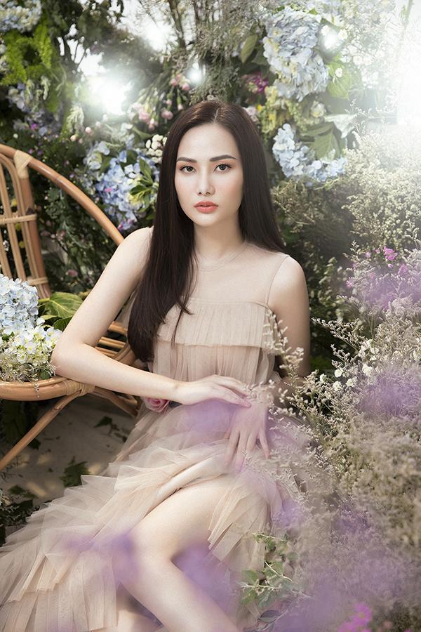 Bộ ảnh được thực hiện với sự hỗ trợ của nhiếp ảnh Lê Thiện Viễn, stylistKhun Chai, trang điểm và làm tócKuny Lee,  trang phụcNguyễn Minh Công.