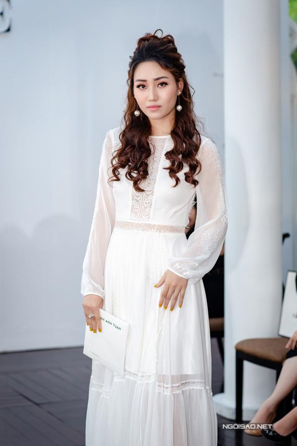 Hoàng Anh mặc đầm hở vòng 1, lấn át dàn Hoa hậu, Á hậu - 1