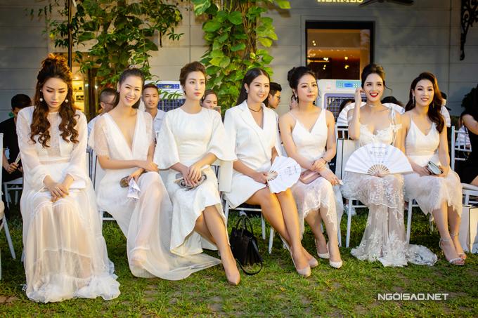 Hoàng Anh mặc đầm hở vòng 1, lấn át dàn Hoa hậu, Á hậu - 2