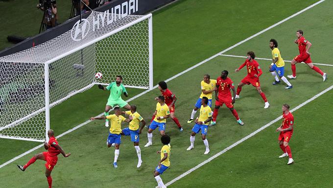 Fernandinho đưa bóng về lưới nhà giúp Bỉ có bàn mở tỷ số. Ảnh: FIFA.