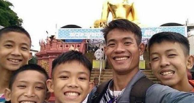 Khi còn sống trong chùa, Ekapol được dạy thiền. Những kỹ năng sinh tồn được học trong suốt những năm tháng ấu thơ sống ở đây được Ekapol áp dụng để giúp các cầu thủ nhí vượt qua 9 ngày trong hang tối. Ảnh: Herald Sun.