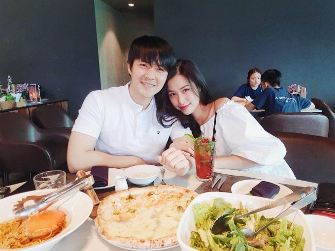 Đông Nhi - Ông Cao Thắng chụp ảnh tình tứ bên nhau khiến fan thích thú.