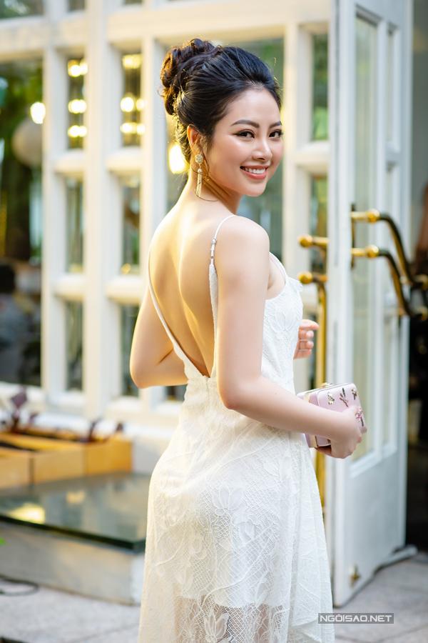 Hoàng Anh mặc đầm hở vòng 1, lấn át dàn Hoa hậu, Á hậu - 5