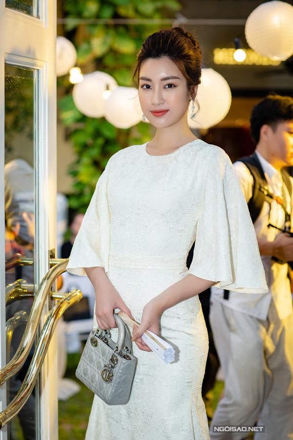Hoàng Anh mặc đầm hở vòng 1, lấn át dàn Hoa hậu, Á hậu - 7