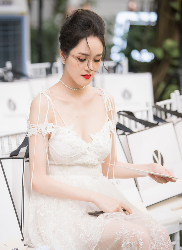 Hoàng Anh mặc đầm hở vòng 1, lấn át dàn Hoa hậu, Á hậu - 11