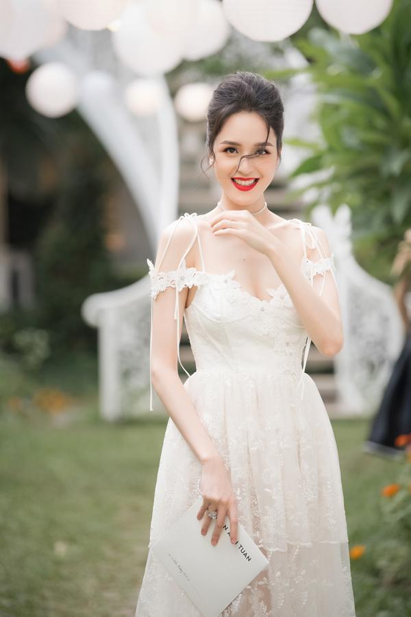 Hoàng Anh mặc đầm hở vòng 1, lấn át dàn Hoa hậu, Á hậu - 13