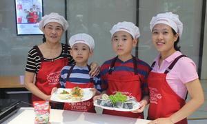 Bố mẹ học nấu món Nhật cùng con