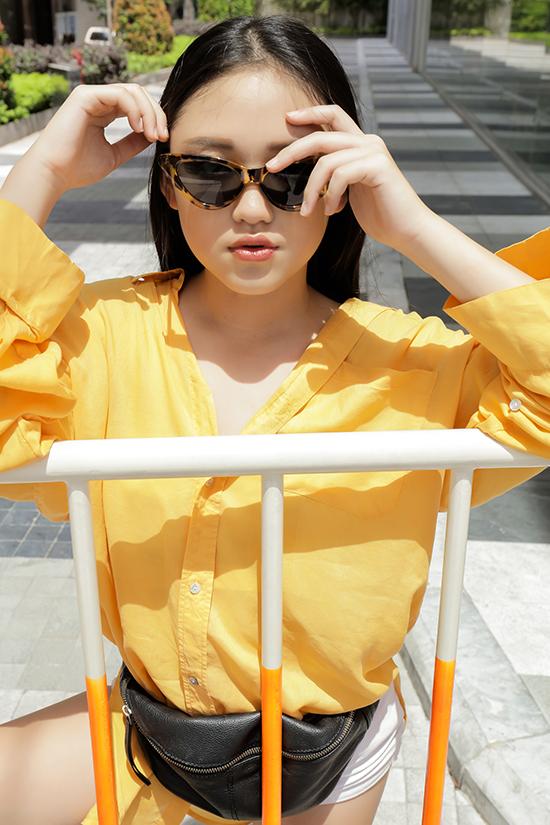 Thường xuyên tham gia sinh hoạt tại câu lạc bộ người mẫu nhí đã giúp Jenny Lê trở nên dạn dĩ và thể hiện sự chuyên nghiệp trước ống kính.